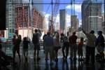 Un monumento a las víctimas del 9/11 ocupa el espacio del World Trade Center.