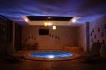 El área del hidromasaje de la hostería invita a sus visitantes a la relajación y el descanso.