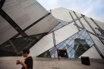 Muy cerca de la estación del metro está el museo Royal Ontario.