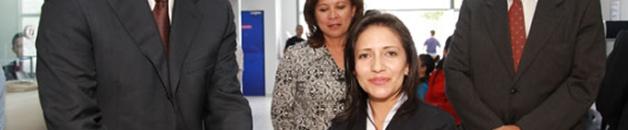 Constan durante el corte de cinta: Angelo Caputi, Presidente Ejecutivo y Maritza Orozco, Jefa de Agencia Carapungo