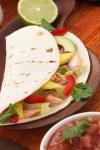 Tacos de pescado fritos con aderezo de chipotle