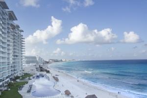 Fue construido sobre la arena hace apenas 42 años, para convertirse en el principal destino turístico de México.