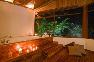 Las cabañas cuentan con cómodas instalaciones, como los cuartos de baño que invitan a  sus visitantes a un total relax.