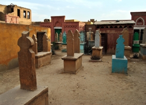 """""""La Ciudad de los Muertos"""" de El Cairo es un lugar donde los guías turísticos convencionales rechazan llevar al turista por su peligrosidad."""