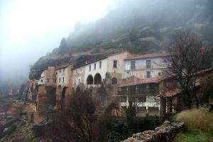 En el Santuario de La Balma, en la localidad española de Castellón de la Plana, acudieron en el pasado entre 15.000 y 20.000 y su visita produce cierta inquietud.