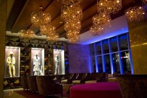 Una de las múltiples salas del hotel, decorada con memorabilia de famosos.