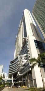Fachada del Hard Rock Panamá Megápolis Hotel.