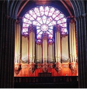 Una vista del órgano de Notre-Dame que va a ser limpiado en este año de su 850 aniversario.