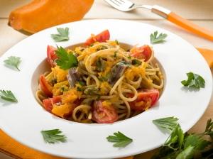 Spaghetti de calabaza con ajo y salvia