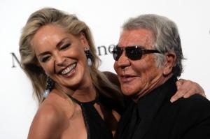 Cavalli junto a la actriz Sharon Stone, en una gala en septiembre del 2012.
