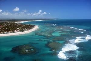 Amplia imagen de la playa Porto de Galinhas, al sur de la ciudad de Recife, Brasil.