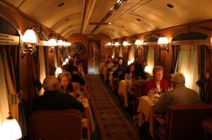 """Cena en el Transcantábrico Clásico, al estilo """"Orient Express""""."""