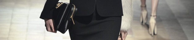 Siluetas rectas, al puro estilo de los ´40, que destaca por las cinturas marcadas y las voluminosas faldas.