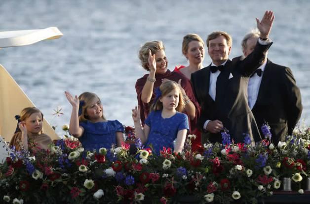 Se calcula que los actos de coronación representaron alrededor de 50 millones de euros del presupuesto nacional (cada holandés tuvo que colaborar con 1,97 euros).