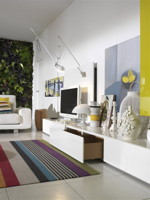 Arte y funcionalidad se mezclan en esta sala en la que los jarrones, los cuadros y el plasma se convierten en los protagonistas.