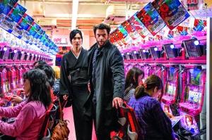 """Hugh Jackman y Tao Okamoto en una escena de """"The Wolverine""""."""