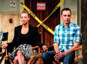 Jim junto a Kaley Cuoco, una de sus compañeras de reparto en The Big Bang Theory.