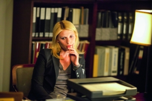 En Homeland, Claire caracteriza a una agente de la CIA, asignada al Centro de Contraterrorismo.