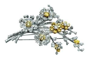 """Broche """"Tremblandt"""" 1959. Hecho en platina con diamantes de colores, de la colección de Elizabeth Taylor."""