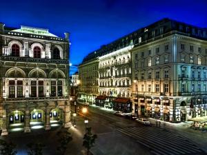 La imponente fachada del Hotel Sacher.