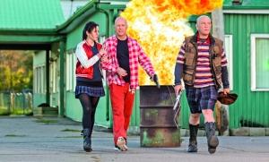 Mary- Louise Parker, Bruce Willis y John Malkovich en una escena del filme Red 2.