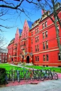 El clasicismo se combina armoniosamente con el estilo colonial americano en los edificios de Harvard.