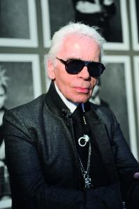Karl Lagerfeld, director creativo de Chanel, fue el encargado de realizar las fotos para el libro The Little Black Jacket.