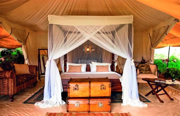 Habitación instalada en una jaima del Cottar´s 1920s Safari Camp en Kenia.