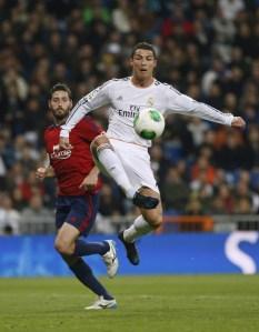 Cristiano Ronaldo renovó su contrato con el Real Madrid hasta el 2018.