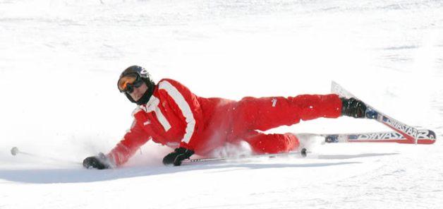 Michael Schumacher durante una caída en el slalom gigante en Madonna di Campiglio, Italia. EFE / EPA / GIORGIO BENVENUTI