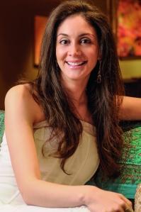 Carolina incursionó en el mundo del arte, luego de estudiar Administración de empresas y Marketing.