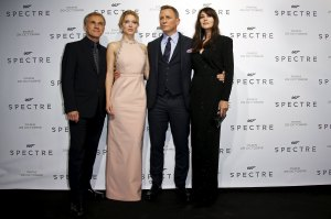 "Actors Christoph Waltz, Lea Seydoux, Daniel Craig and Monica Bellucci (L-R) pose for photographers on the red carpet at the French premiere of the new James Bond 007 film ""Spectre"" in Paris, France, October 29, 2015. REUTERS/Benoit Tessier"